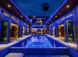 Stunning villa with ocean views and free car, отель в Ламай-Бич