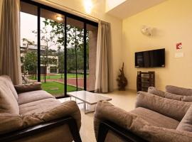 Greenwoods Two by Vista Rooms, hotel with pools in Lonavala