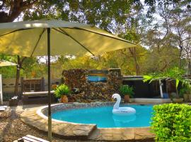 Victoria Falls Backpackers Lodge, hotel in Victoria Falls