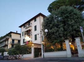 Hotel La Primula, hotel in Forte dei Marmi