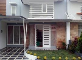 Vila Monex, villa in Batu