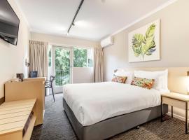Nightcap at Findon Hotel, hotel near Glenelg Marina, Adelaide