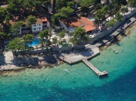 Lumbarda Resort Apartment, hotel with pools in Lumbarda