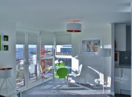 No.27 Ayr Beach - Coorie Doon, hotel in Ayr