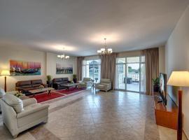J5 Three Bedroom Terrace Apartment Motor City families only, hotel near Dubai Autodrome, Dubai