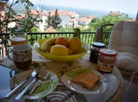 Small apartment, great view!, hotel in Veria