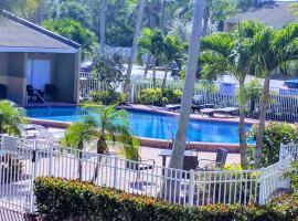 Relax in Condo Near Siesta Beach 1, budget hotel in Sarasota