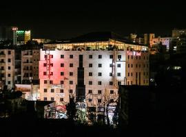 Queen Plaza Hotel, hotel in Hebron