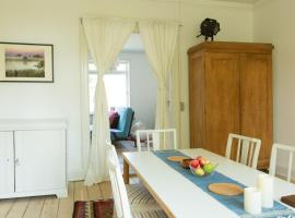 Spacious Private Apartment for Family Holiday, hotel i Stege