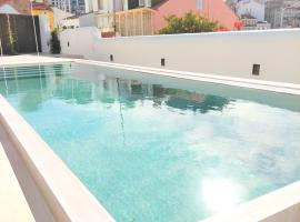 RH OLARIAS 19, View & Terrace & Swimming Pool, hotel with pools in Lisbon