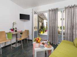 Apartment Bernie Opatija, prime location, parking, open all year round, holiday home in Opatija