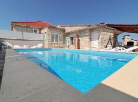 Villa Ivana, hotel with pools in Korčula