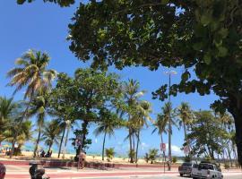 Apto orla Cabo Branco - novo e localização perfeita, hotel near SESC Joao Pessoa, João Pessoa