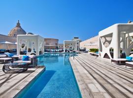 V Hotel Dubai, Curio Collection by Hilton, hotel in Sheikh Zayed Road, Dubai