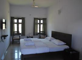 Daswal B&B Hotel, hotel near Madikeri Fort, Madikeri