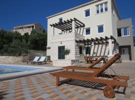 Villa Sandra, hotel in Lumbarda