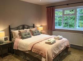 Leafy Suburban Bed and Breakfast, hotel near Watersmeet, Northwood