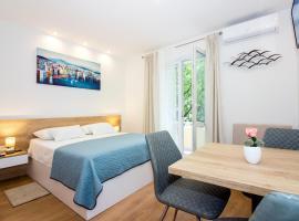 Lugo Apartments, room in Split
