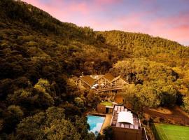 Grand Mercure Puka Park Resort, hotel in Pauanui