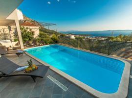 Villa Collis, hotel with jacuzzis in Makarska
