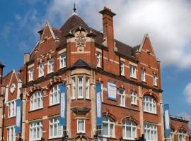 W12 Rooms, hotel near Ealing Broadway Tube Station, London