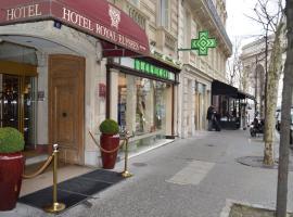 Hotel Royal Elysées, hotel near Palais des Congrès de Paris, Paris