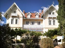 Hôtel Villa La Chêneraie, budget hotel in Saint-Raphaël