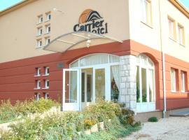 Carrier Hotel, hotel in Komárom