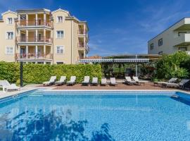 Apartment Mary, hotel with pools in Trogir