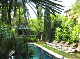 La Divine Comédie-Suites Deluxe, hotel with pools in Avignon