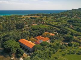 Village Vacances Lou Riou, hotel with jacuzzis in Saint-Tropez