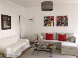 Petit Appartement Avec Terrasse Plein Centre, hotel near CCI de Vaucluse, Avignon