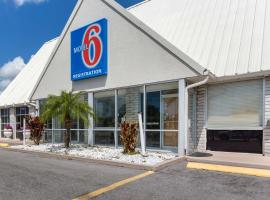 Studio 6-Englewood, FL, hotel near Warm Mineral Springs, Englewood