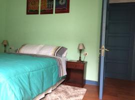 Casa conferencia, habitación en casa particular en Santiago