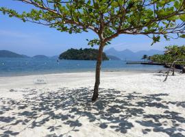 Angra Temporada - Condomínio com 3 praias, piscinas, sauna, playground, marina, hotel near Bracuhy, Angra dos Reis