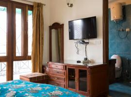 Magnificent 3Bedroom Apt-GK1. 5 Min Walk Metro Stn, apartment in New Delhi