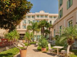 Hôtel Vacances Bleues Balmoral, pet-friendly hotel in Menton