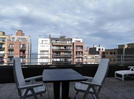 Dakstudio Met Reuze Zonneterras, hotel with pools in Middelkerke