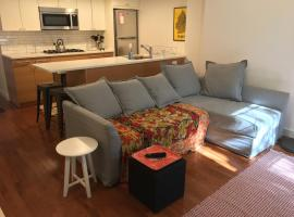 Steps to Subway! 20 min to Manhattan!, pet-friendly hotel in Brooklyn