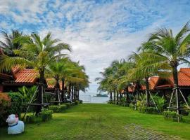 Ploenura Resort Laemsing, hotel near Laem Sing Beach, Laem Sing