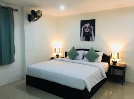Baba Guest House, inn in Kamala Beach