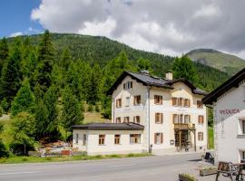 Hotel Veduta, Hotel in Cinuos-Chel