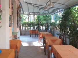 Hotel kim, отель в Виареджо