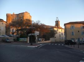 Logis du Comte, hotel near The wine University, Suze-la-Rousse