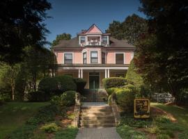 The Lion and the Rose Bed and Breakfast, vacation rental in Asheville