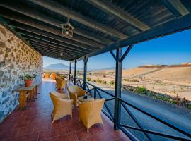 Hotel Rural Huerto Viejo, country house in Tesejerague
