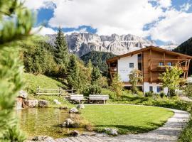 Boutique Hotel Nives - Luxury & Design in the Dolomites, hotel in Selva di Val Gardena