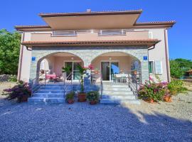 Stela, family hotel in Pinezici