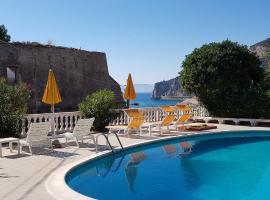 Park Hotel Castello, hotell i Finale Ligure