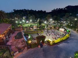Chacha Inn The Garden Retreat, family hotel in Mount Ābu